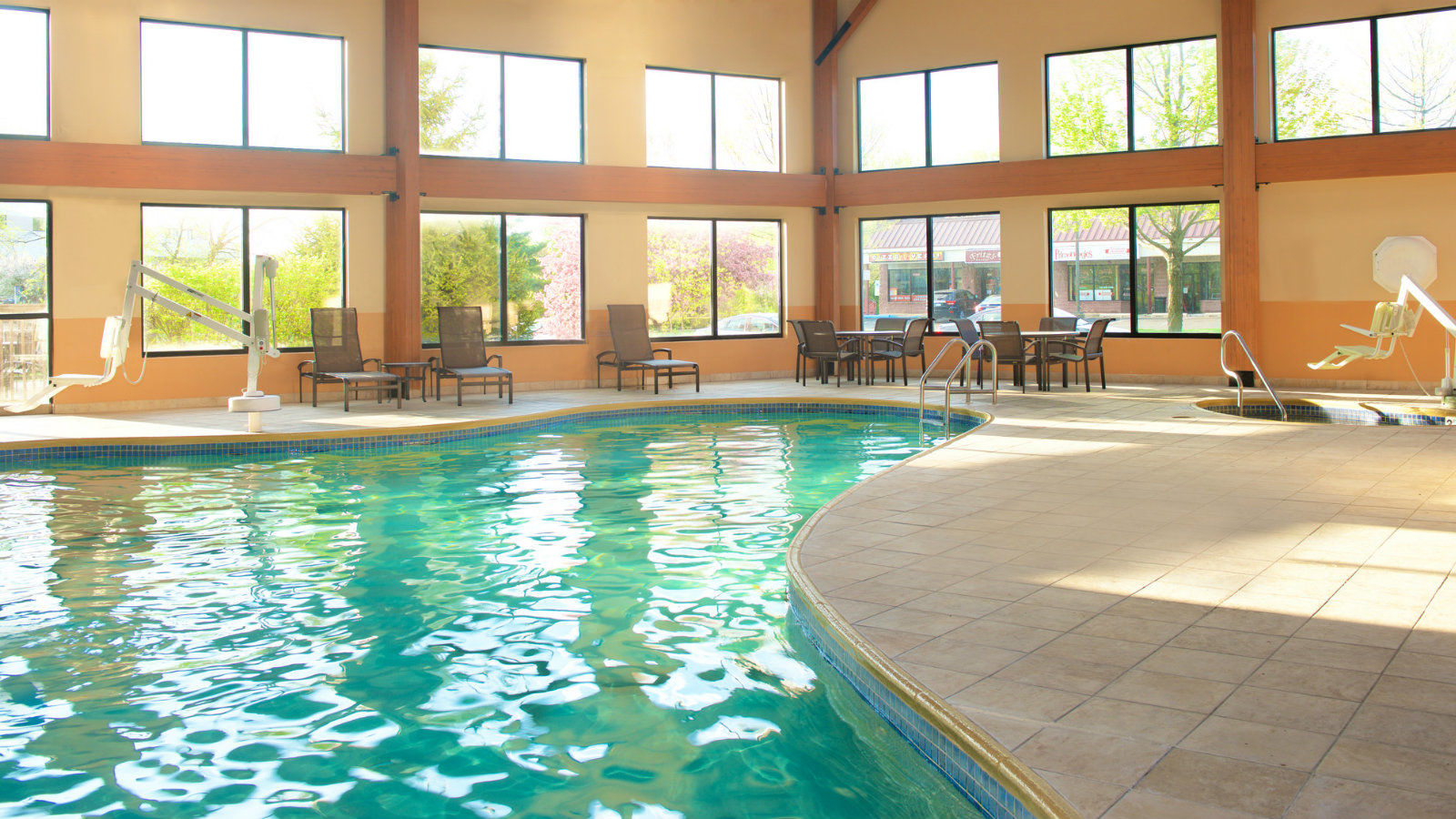 Hotel Features | Sheraton Bucks County Hotel Swimming Pool
