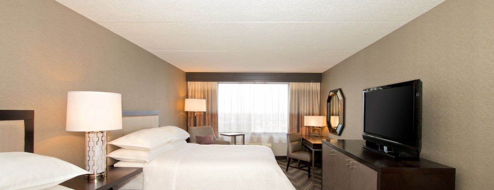 Traditional Guest Room | Sheraton Bucks County Hotel
